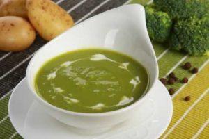 Lækker grøn brændenældesuppe